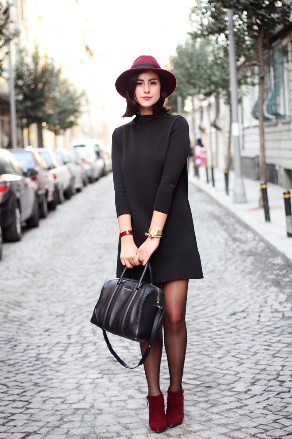 Зимние луки 2018 2019: романтический стиль платье черное шляпа с полями