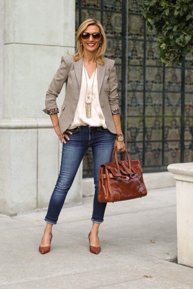 с чем носить джинсы женщинам после 40