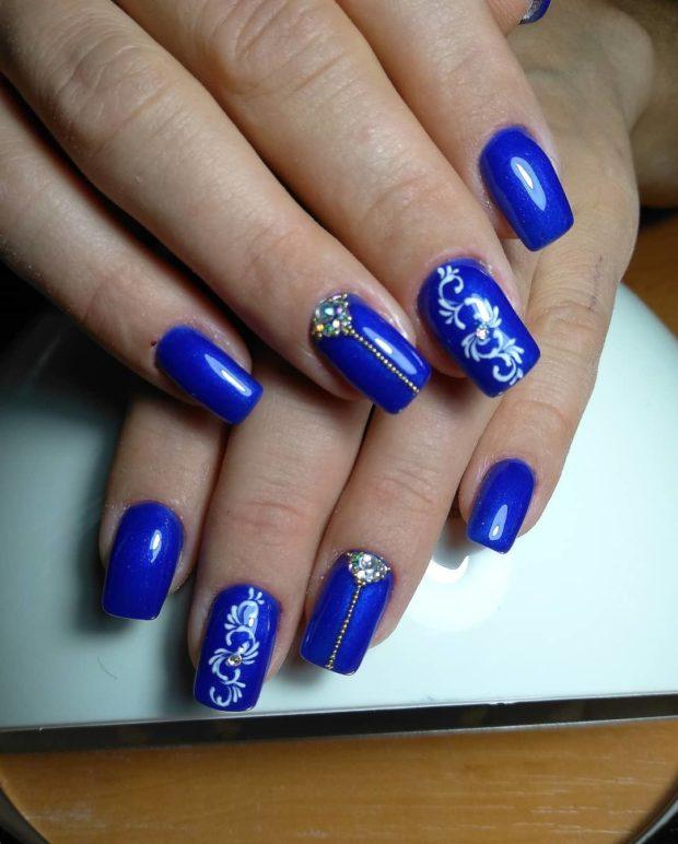 синий новогодний маникюр