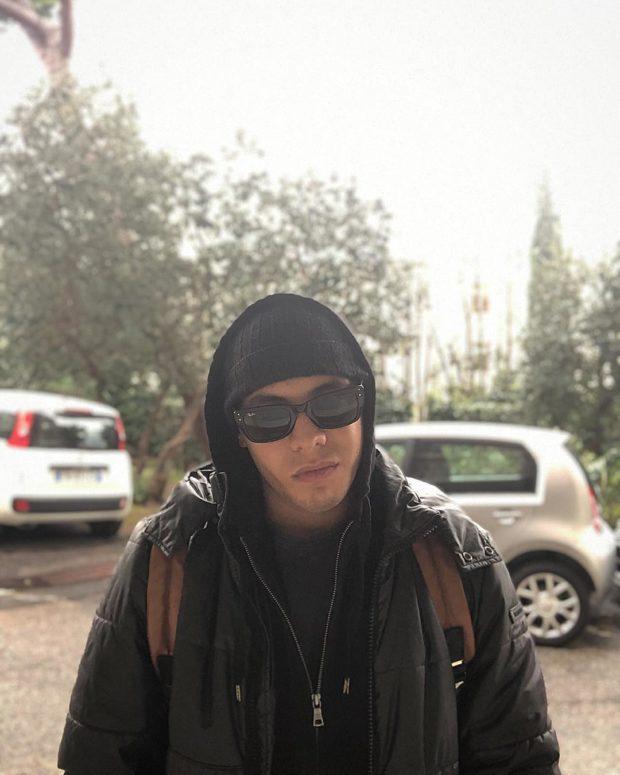 солнцезащитные очки RayBan под куртку