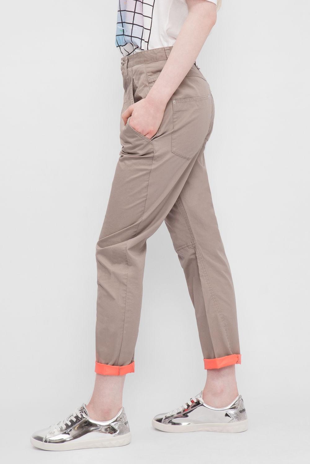 брюки чиносы женские коричневые с чем носят