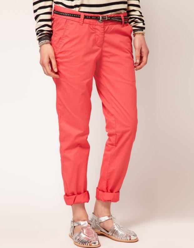 брюки чиносы красные с чем носят