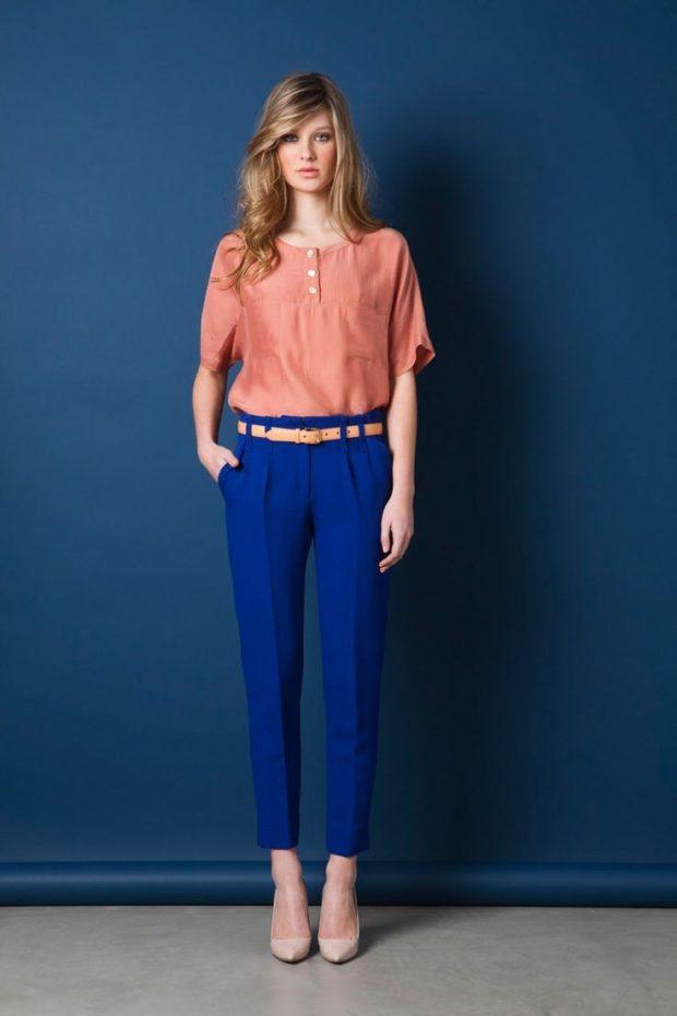с чем носить брюки чинос: синие