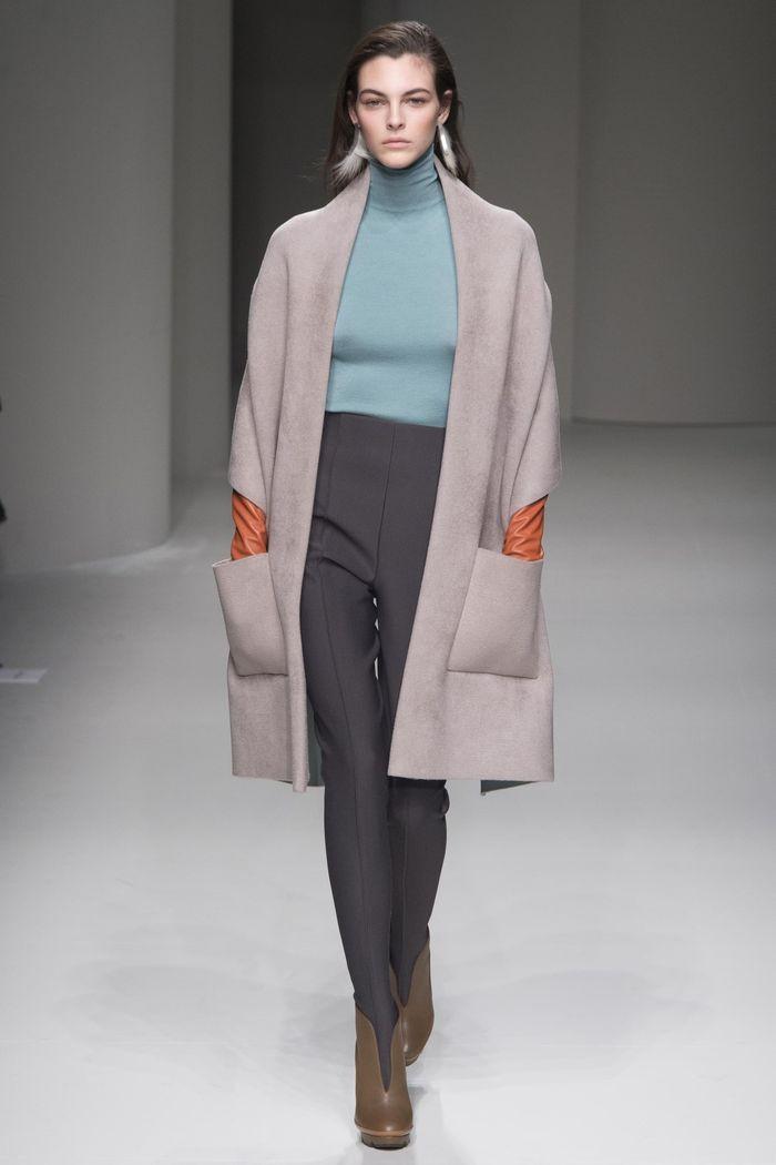 высокие брюки под пальто оверсайз с карманами