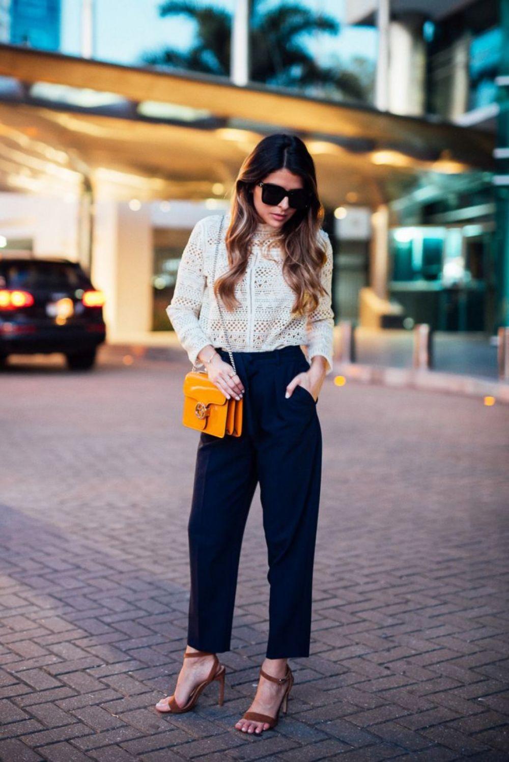 брюки высокая талия под босоножки на каблуке сумочку через плечо