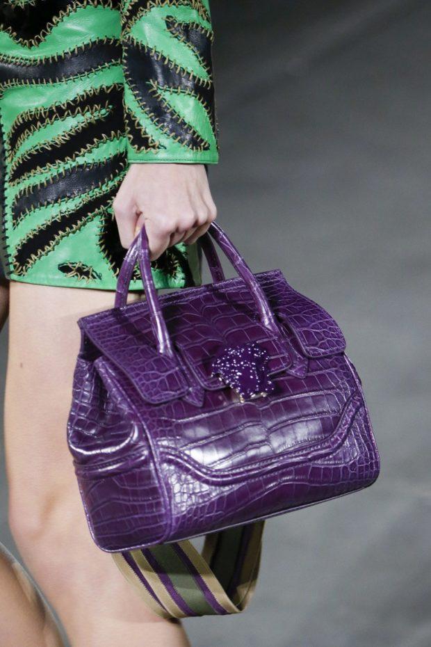 фиолетовая сумка под зеленое платье