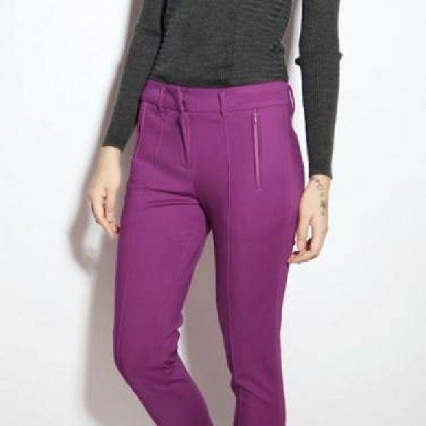 брюки фиолетовые под кофту серую