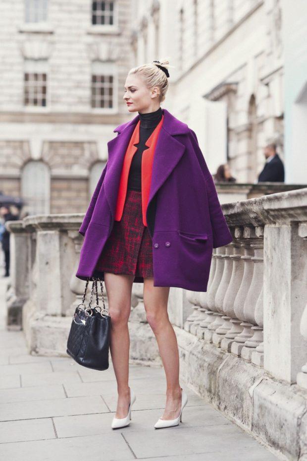 пальто фиолетовое под юбку красную пиджак красный