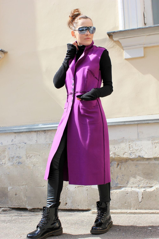 жилетка фиолетовая длинная под кожаные штаны кофту черную
