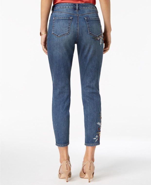 джинсы с вышивкой 2018