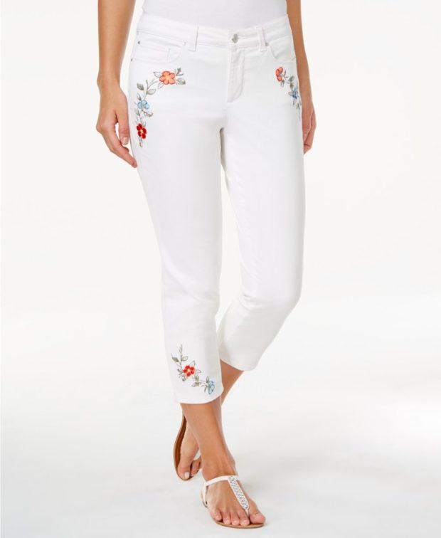 джинсы с вышивкой 2018 фото