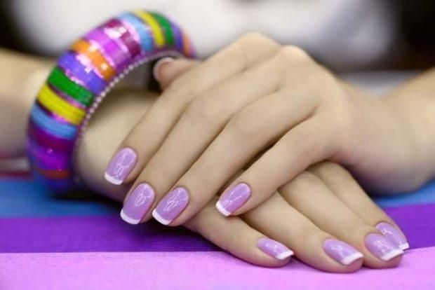 французский маникюр фиолетовый край белый