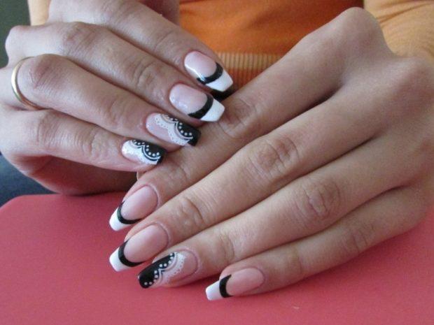 французский маникюр черный с белым узор на одном пальце