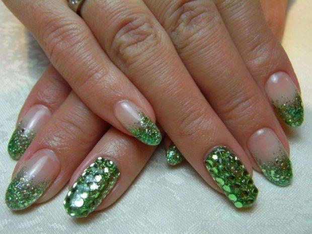 миллениум зеленый край один ноготь в блестки