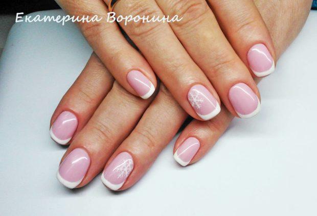 новогодний маникюр френч: розовый снежинки