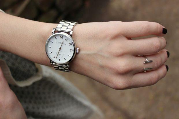 женские часы: серебро металлический ремешок