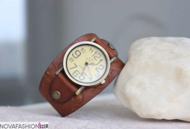 модные часы женские 2019-2020 наручные: на кожаном ремне коричневые под старину