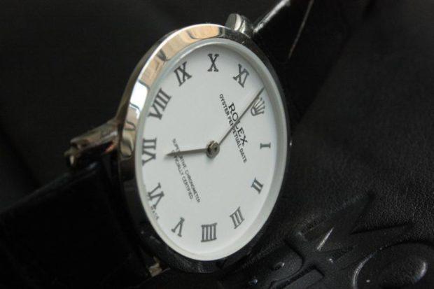 модные женские часы: классика