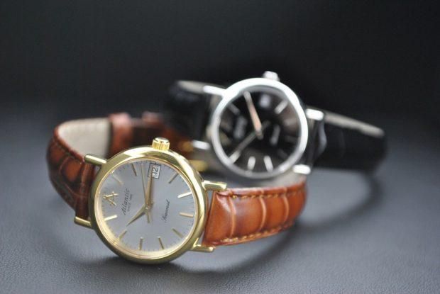 Классические женские часы коричневые черные вместо цифр полоски
