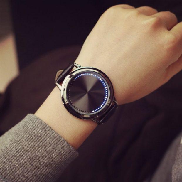 модные женские часы: минимализм без цифр
