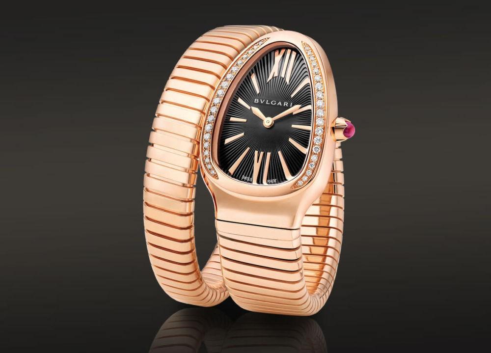 часы с циферблатом в форме яйца и золотым ремешком