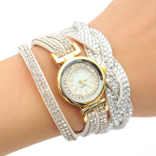 модные часы женские 2019-2020 наручные: золотой корпус серебристый браслет в камнях