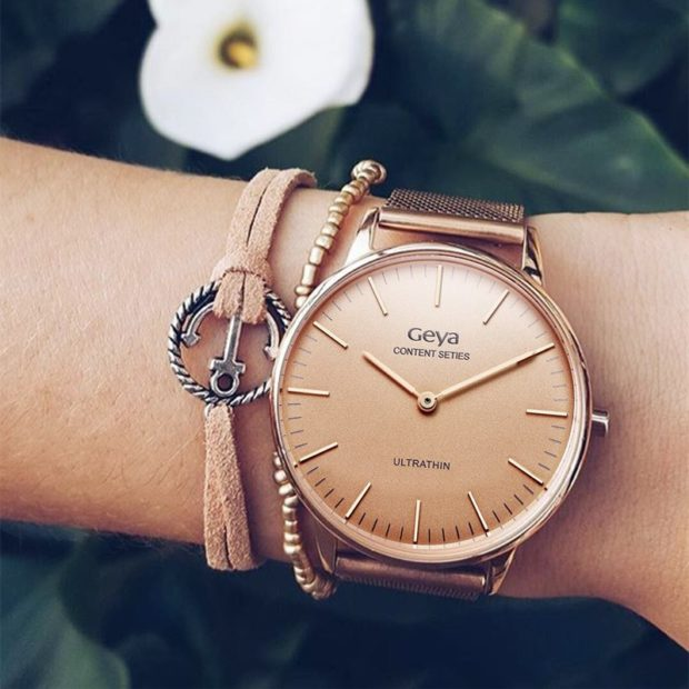 модные женские часы 2018 года: с круглым циферблатом и золотым тканевым ремешком