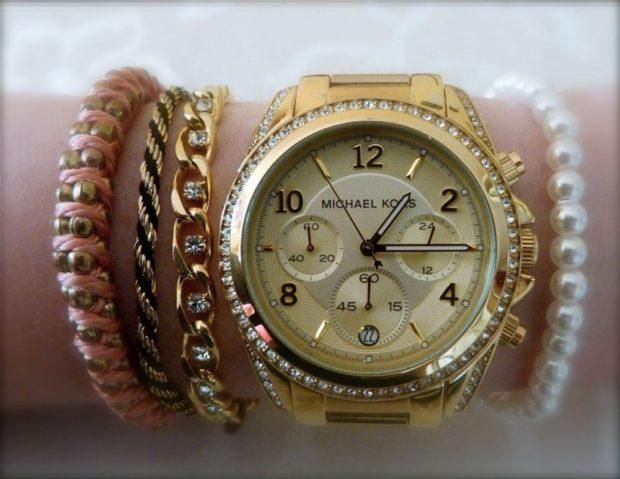 модные женские часы 2018 года: с круглым циферблатом и золотым ремешком
