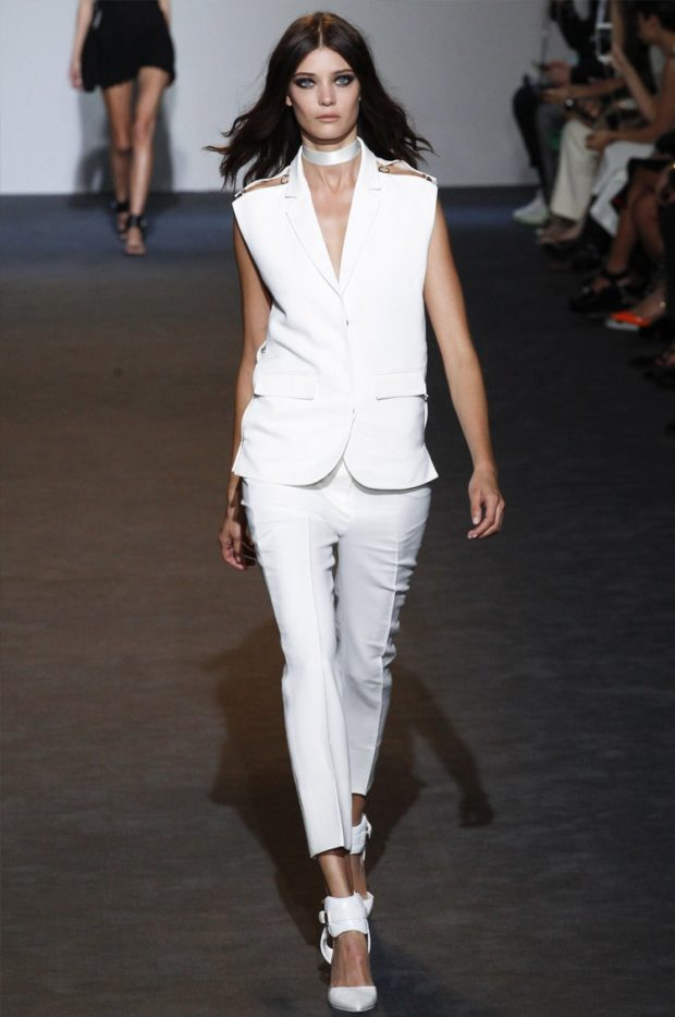 костюм белые брюки жилетка