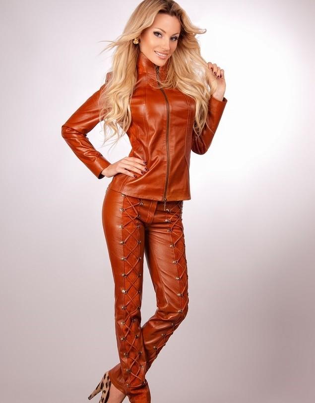костюм кожаный коричневый