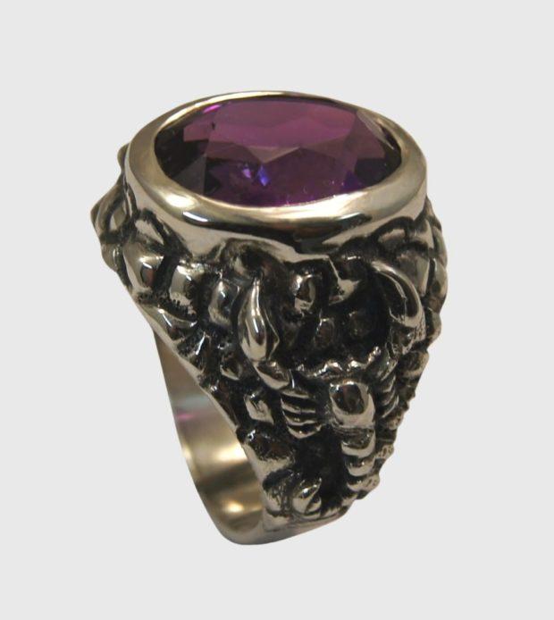 как правильно носить перстень мужчине: серебряный с сиреневым камнем