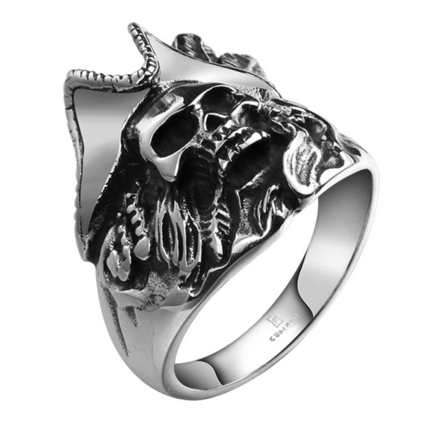 как правильно носить перстень мужчине: серебряный пират