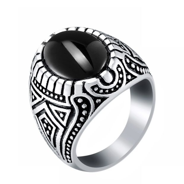 на каком пальце носят перстень мужчины: серебренный с камнем и узорами