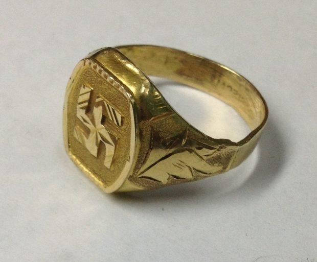 как носить кольца на пальцах мужчине: золотой с орнаментом