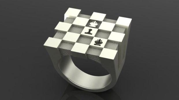 как носить кольца на пальцах мужчине: серебренный с шахматной доской