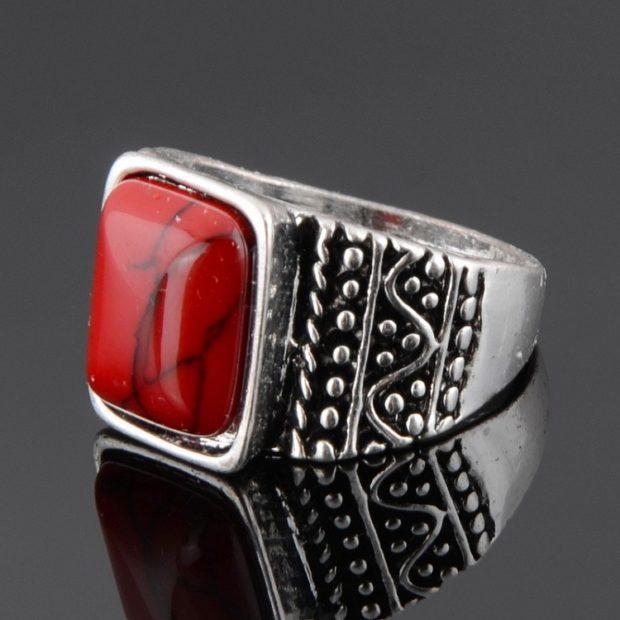 кольцо серебряное красный камень