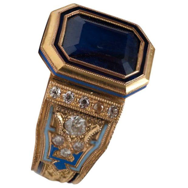 золотое синий камень