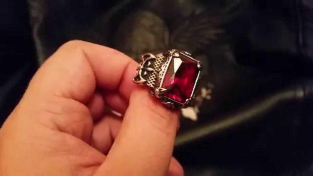 серебряный с красным камнем
