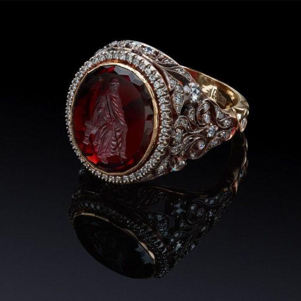 серебряный круглый камень