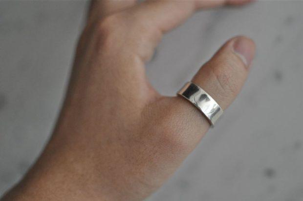 серебро на большом пальце