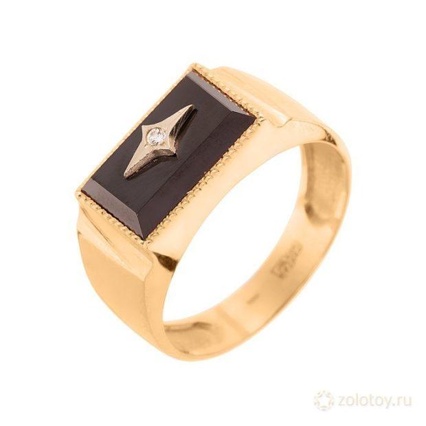 на какой руке носят перстень мужчины: золотой с черным камнем и звездой