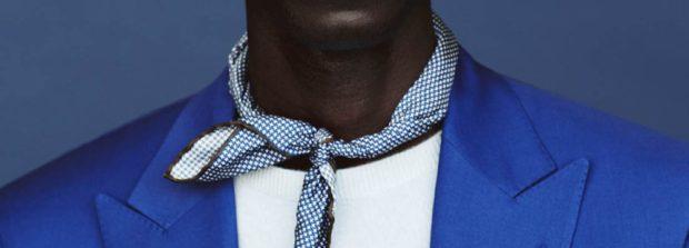 Как носить шарф мужчине: косынка на узел синий с белым