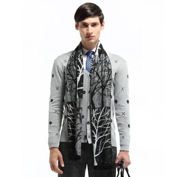 Как носить: шарф серый в деревья