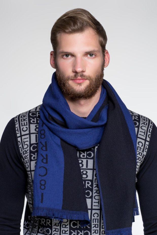 Как носить шарф мужчине: синий с надписями один оборот вокруг шеи