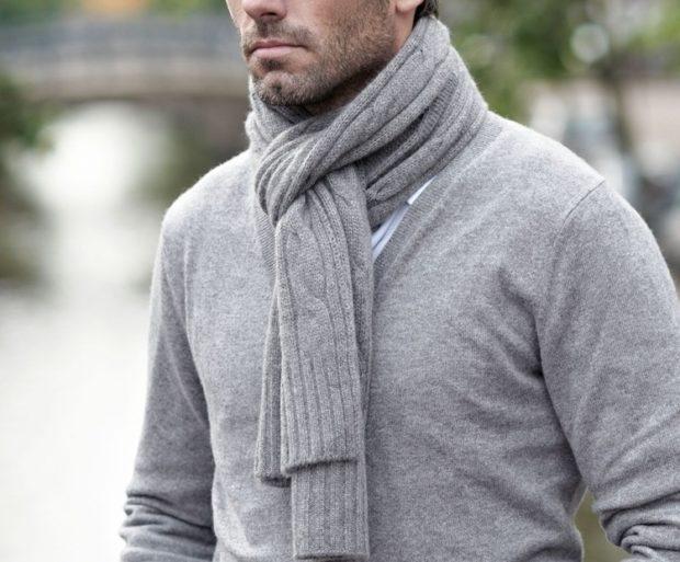 серый шарф трикотажный за вязаный в узел