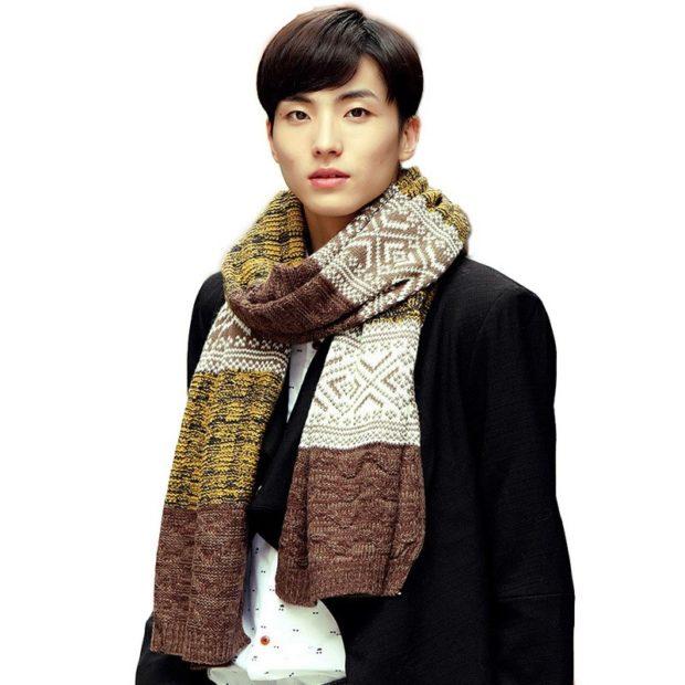 вязаный шарф в узорный