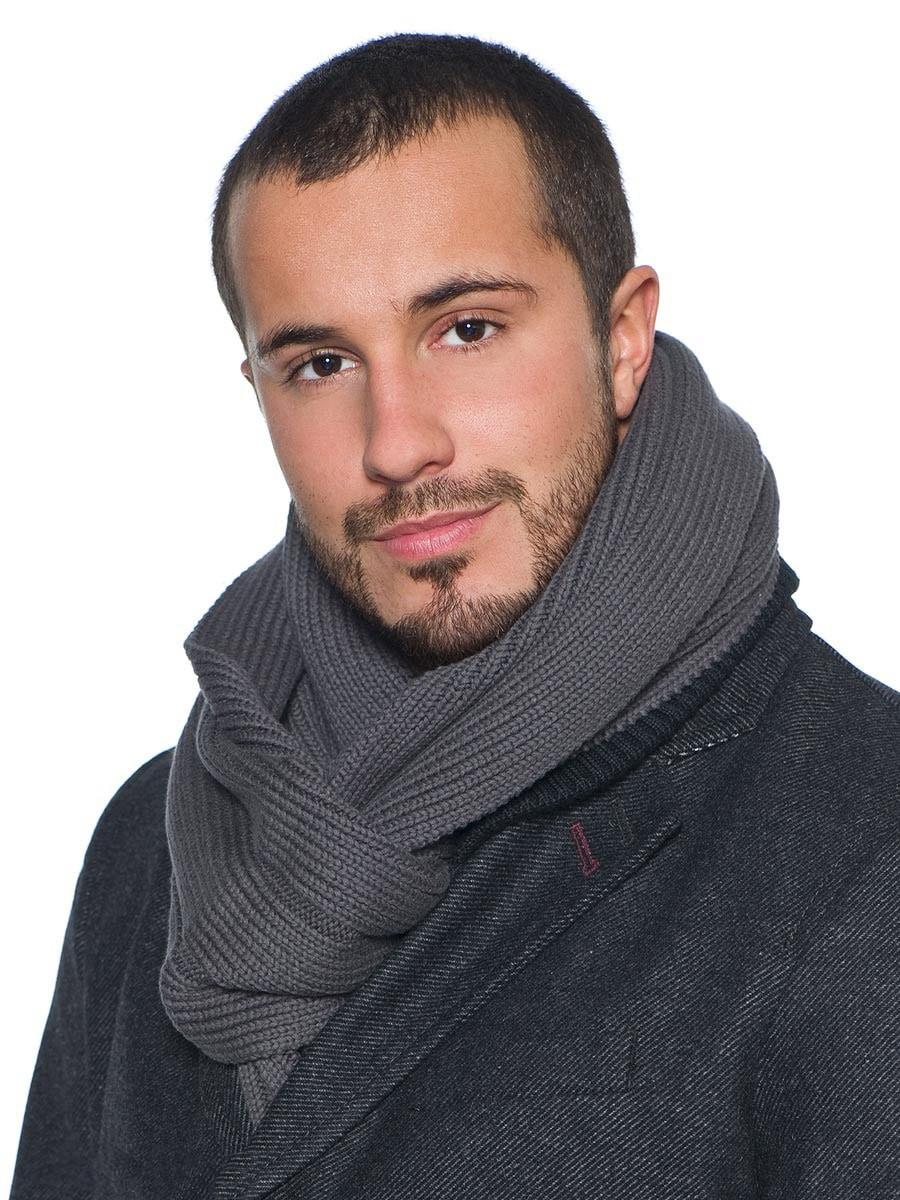 серый шарф вязанный классика