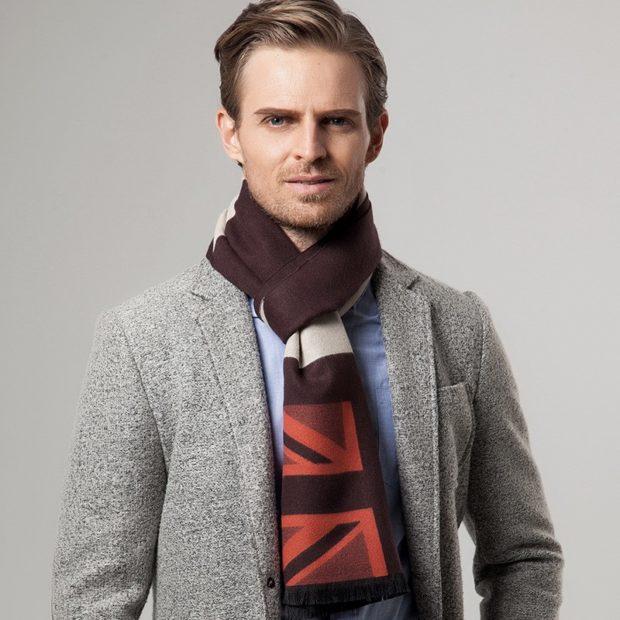 Как носить: шарф в орнамент затянут как галстук