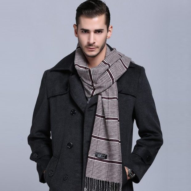 шарф в полоску под пальто