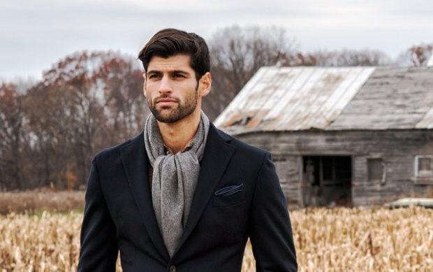 серый трикотажный шарф под пиджак